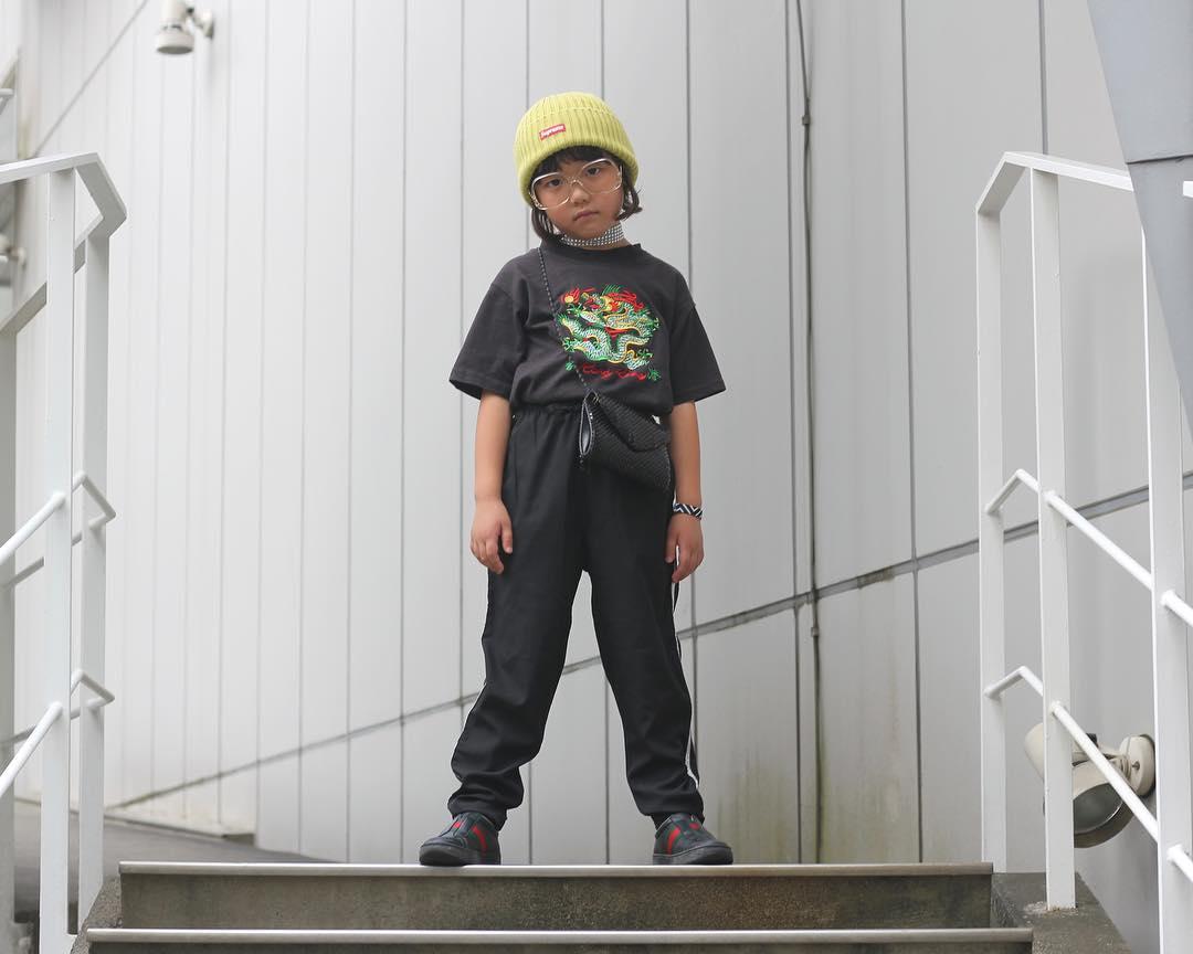 Mix đồ đẹp hơn người lớn, luôn đeo kính cực ngầu, cô bé này chính là fashion icon nhí chất nhất Nhật Bản - Ảnh 10.