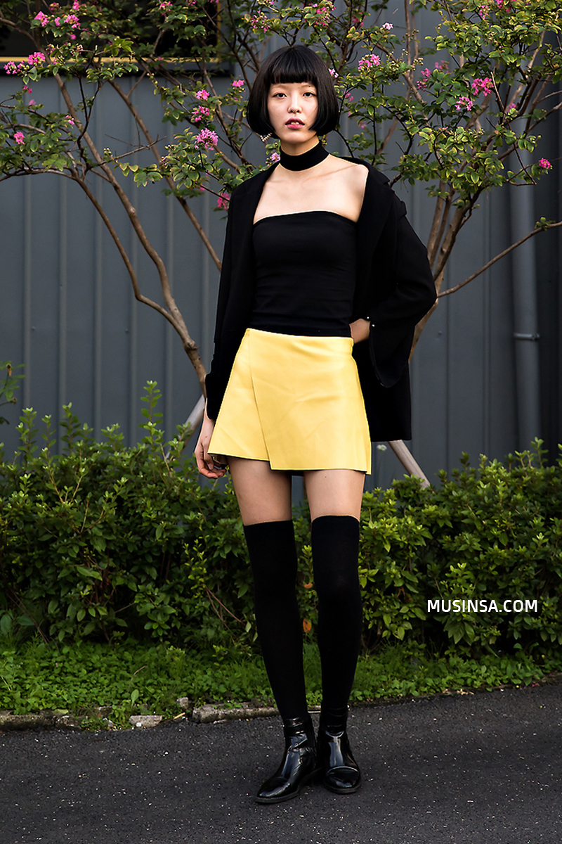 Áo phông, quần jeans, layering - 3 yếu tố đinh trong cách mix đồ chớm thu của giới trẻ Hàn - Ảnh 8.