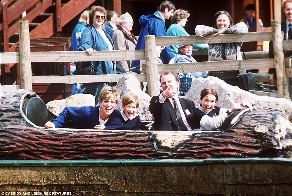 Chùm ảnh: Những khoảnh khắc hạnh phúc và ngọt ngào của Công nương Diana bên các con - Ảnh 10.