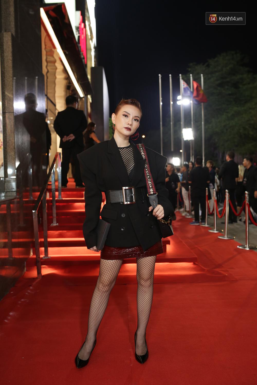 Angela Phương Trinh & Chi Pu quá đỗi sành điệu, công phá thảm đỏ sự kiện ra mắt H&M Việt Nam - Ảnh 27.