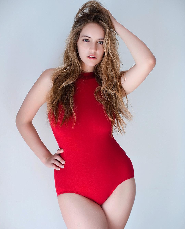 Ít ai biết Gigi - Bella có một người chị em họ là người mẫu ngoại cỡ hết sức xinh đẹp và đáng ngưỡng mộ - Ảnh 7.