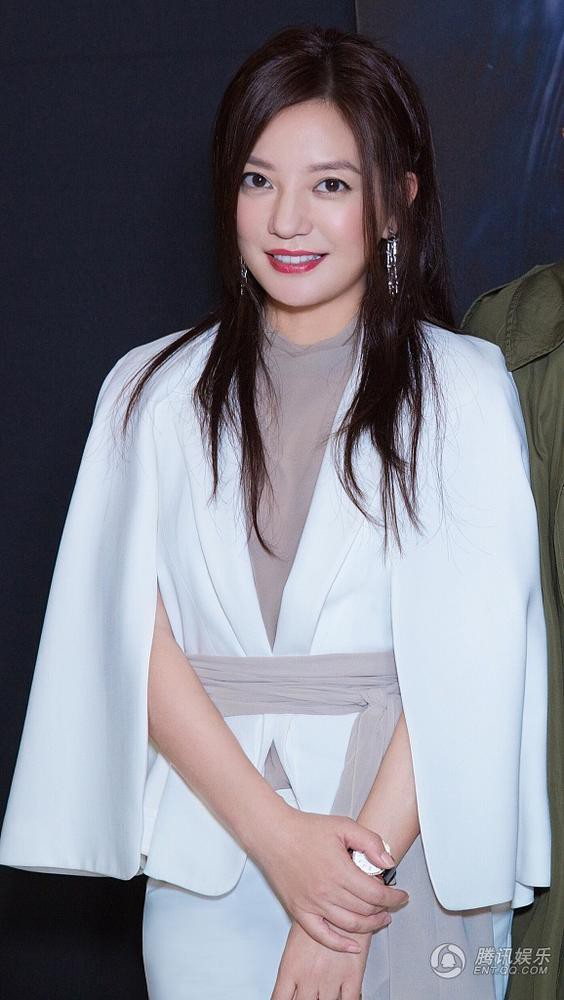 Triệu Vy gây phẫn nộ vì xuất hiện rạng rỡ và xinh đẹp tại sự kiện sau scandal gian lận chứng khoán - Ảnh 5.