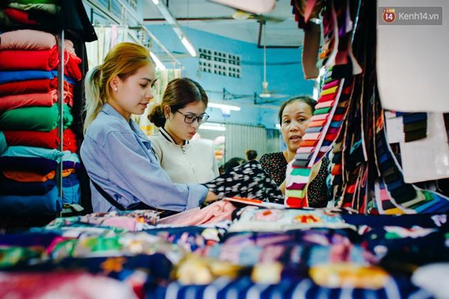Chùm ảnh: Ghé thăm chợ Soái Kình Lâm - thiên đường vải vóc lâu đời và nhộn nhịp nhất ở Sài Gòn - Ảnh 5.