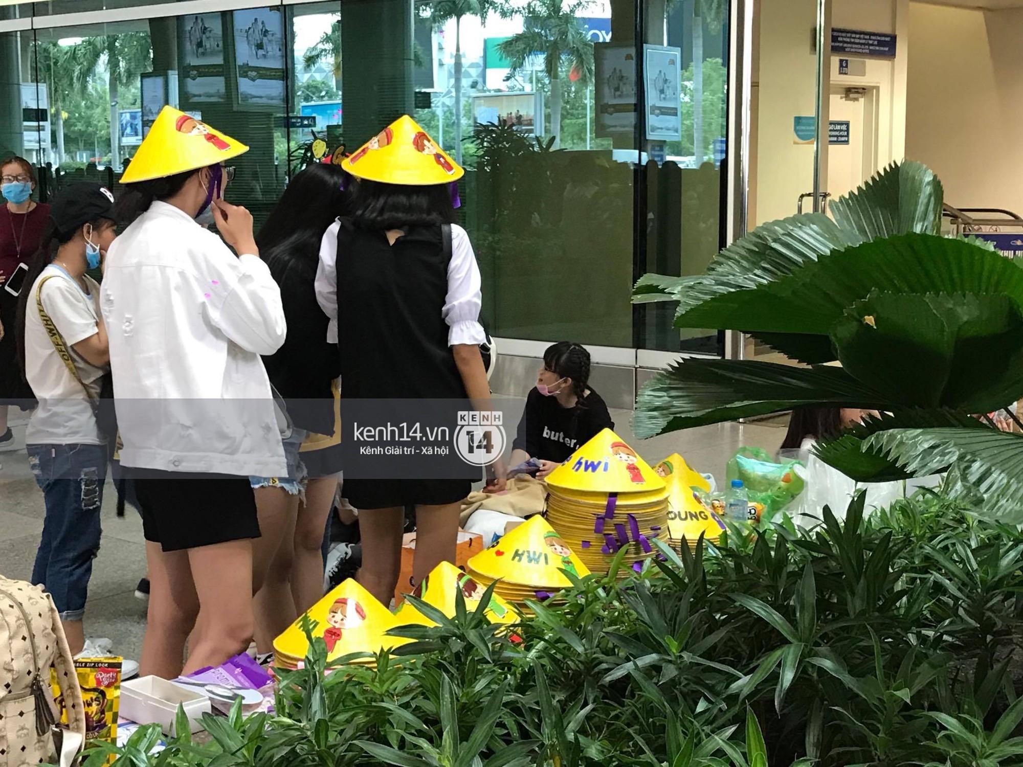 Fan Việt chiếm đóng nửa sân bay Tân Sơn Nhất chỉ để đón chờ WANNA ONE - Ảnh 5.