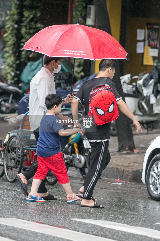 Độc quyền: Im lặng giữa tâm bão scandal, Trương Quỳnh Anh ở nhà chờ Tim đón con trai đi học về - Ảnh 6.