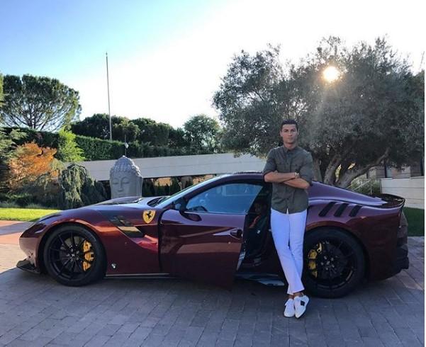 10 bức ảnh nhận bão LIKE trên Instagram của Ronaldo - Ảnh 10.