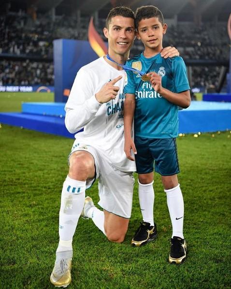 10 bức ảnh nhận bão LIKE trên Instagram của Ronaldo - Ảnh 9.