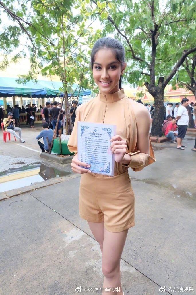Hoa hậu Chuyển giới Thái Lan thu hút sự chú ý khi đi khám nghĩa vụ quân sự - Ảnh 2.