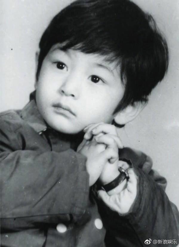Hình ảnh quý tử nhà Angela Baby - Huỳnh Hiểu Minh lần đầu được paparazzi tiết lộ: Bụ bẫm đáng yêu giống bố ngày nhỏ y xì đúc! - Ảnh 8.