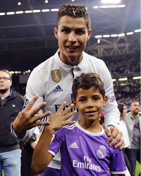 10 bức ảnh nhận bão LIKE trên Instagram của Ronaldo - Ảnh 6.