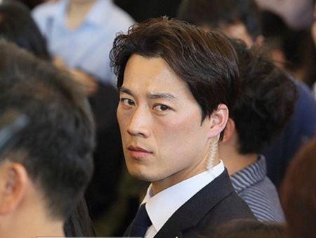 Hóa ra chàng vệ sĩ điển trai của Tổng thống Hàn chính là Hậu duệ Mặt Trời phiên bản đời thực! - Ảnh 3.