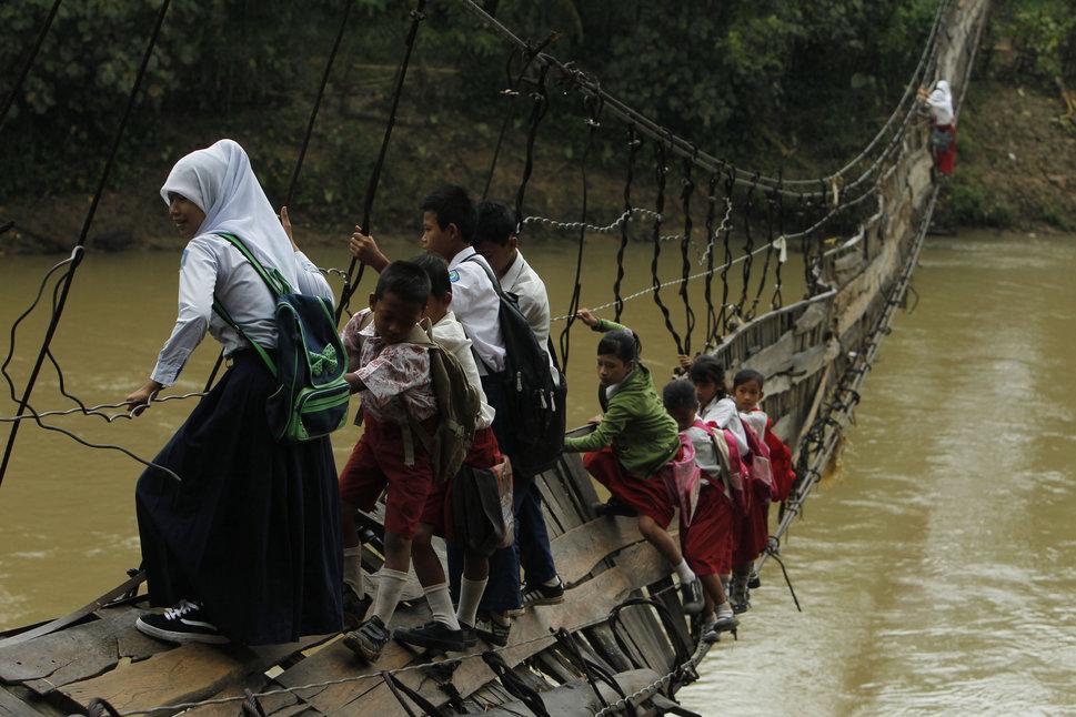 Quốc tế con gái 11/10: Hành trình đến trường gian nan của những bé gái trên toàn thế giới - Ảnh 15.