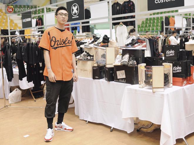 Giới trẻ Việt thi nhau mặc hoodie trăm triệu của Louis Vuitton x Supreme và đồ streetwear đắt đỏ tới Sole Ex 2017 - Ảnh 21.