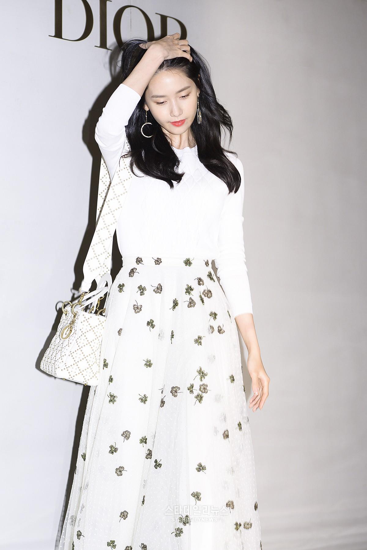 Yoona và Sulli cùng diện đồ hiệu đẳng cấp, đọ sắc vóc một chín một mười tại sự kiện của Dior - Ảnh 8.