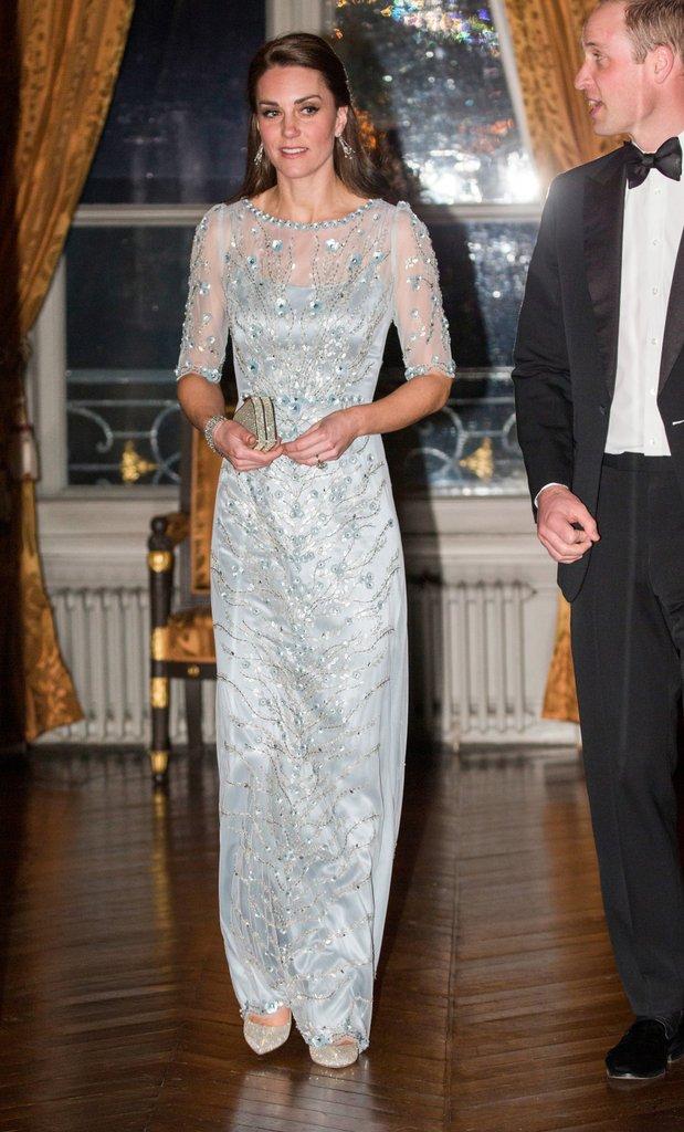 Thường xuyên diện đồ xa xỉ nhưng đây là lần đầu tiên Công nương Kate diện cả cây đồ Chanel hơn 300 triệu đồng - Ảnh 6.
