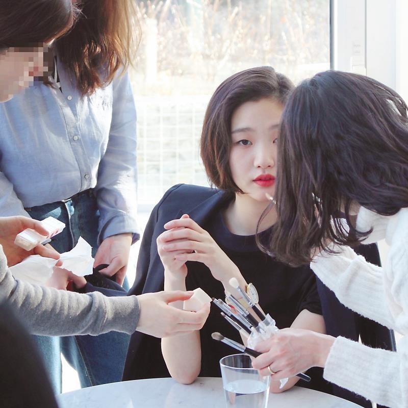 Trước bị chê xấu, nữ diễn viên Goblin Kim Go Eun đột ngột gây chú ý vì quá xinh đẹp - Ảnh 4.