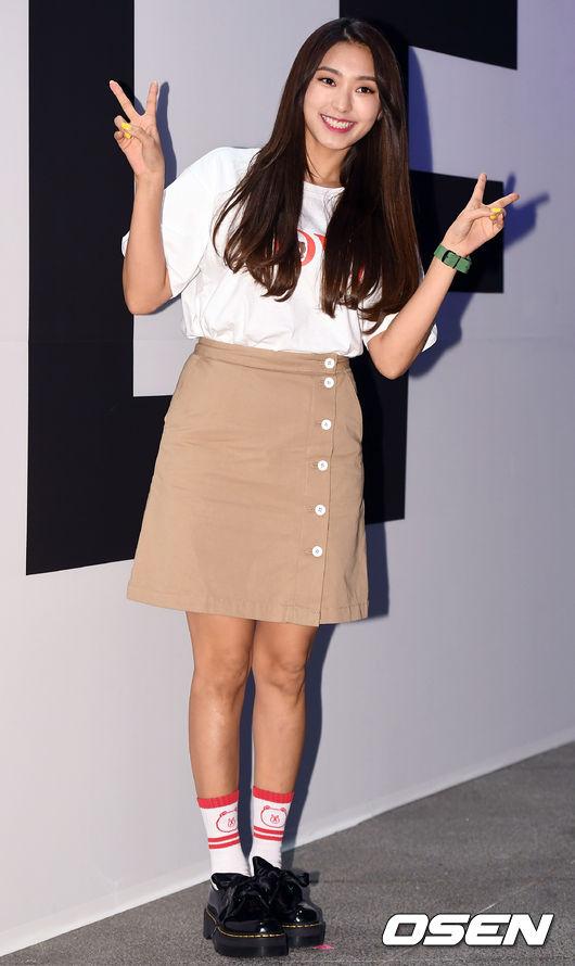 Ăn vận trẻ trung dự Seoul Fashion Week, Sooyoung được ví dễ thương như nhân vật truyện tranh Arale - Ảnh 6.