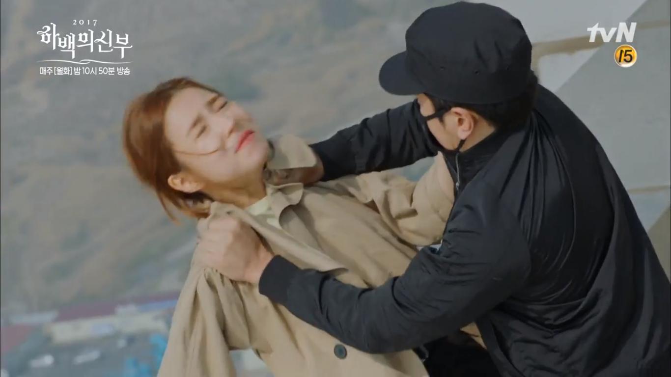"""""""Cô Dâu Thủy Thần"""": Nam Joo Hyuk là Hà Bá nhưng lại biết bay, xịn chưa! - Ảnh 1."""