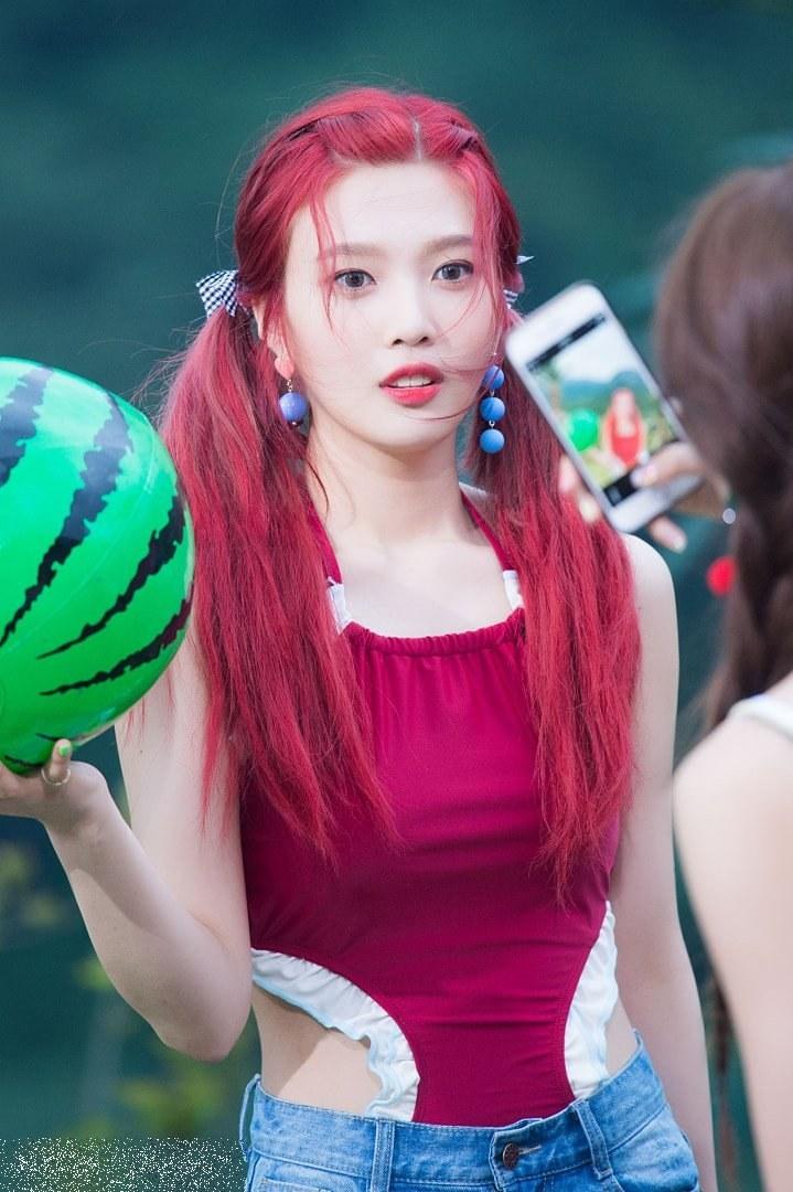 Người ta mải mê khen ngợi nữ thần Irene mà quên đi một mỹ nhân sexy khác của Red Velvet - Ảnh 15.