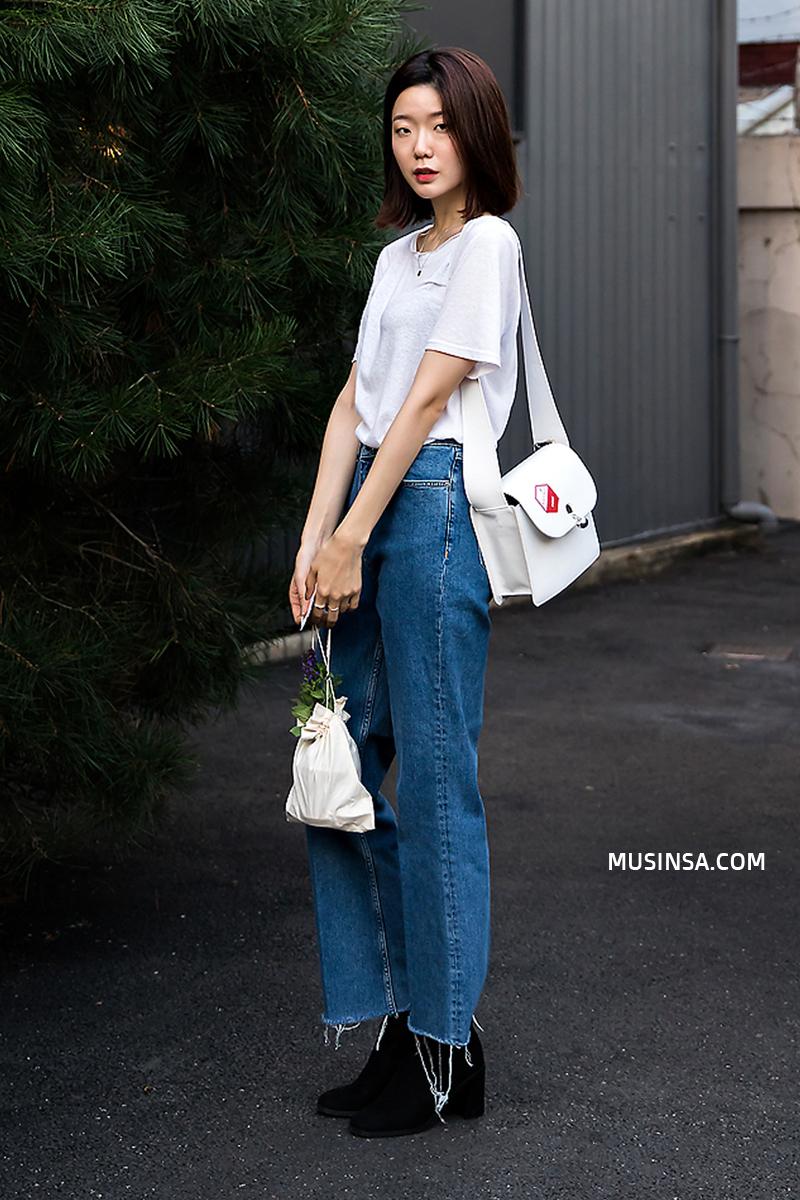 Áo phông, quần jeans, layering - 3 yếu tố đinh trong cách mix đồ chớm thu của giới trẻ Hàn - Ảnh 7.
