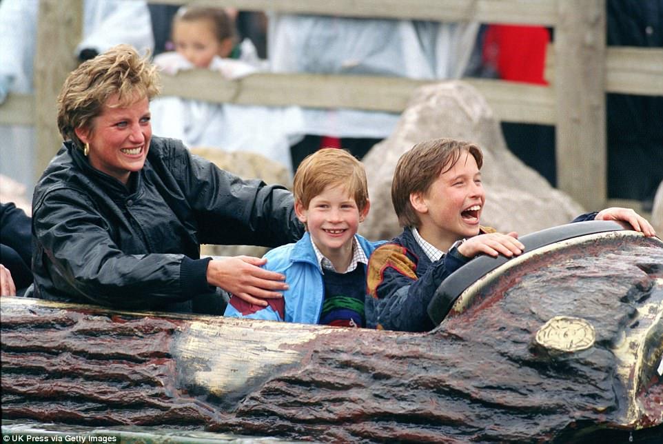 Chùm ảnh: Những khoảnh khắc hạnh phúc và ngọt ngào của Công nương Diana bên các con - Ảnh 11.