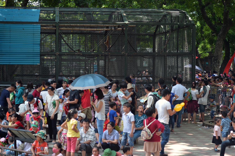 Chùm ảnh: Biển người đổ về khu vui chơi ở Hà Nội trong ngày đầu nghỉ lễ Quốc khánh - Ảnh 7.