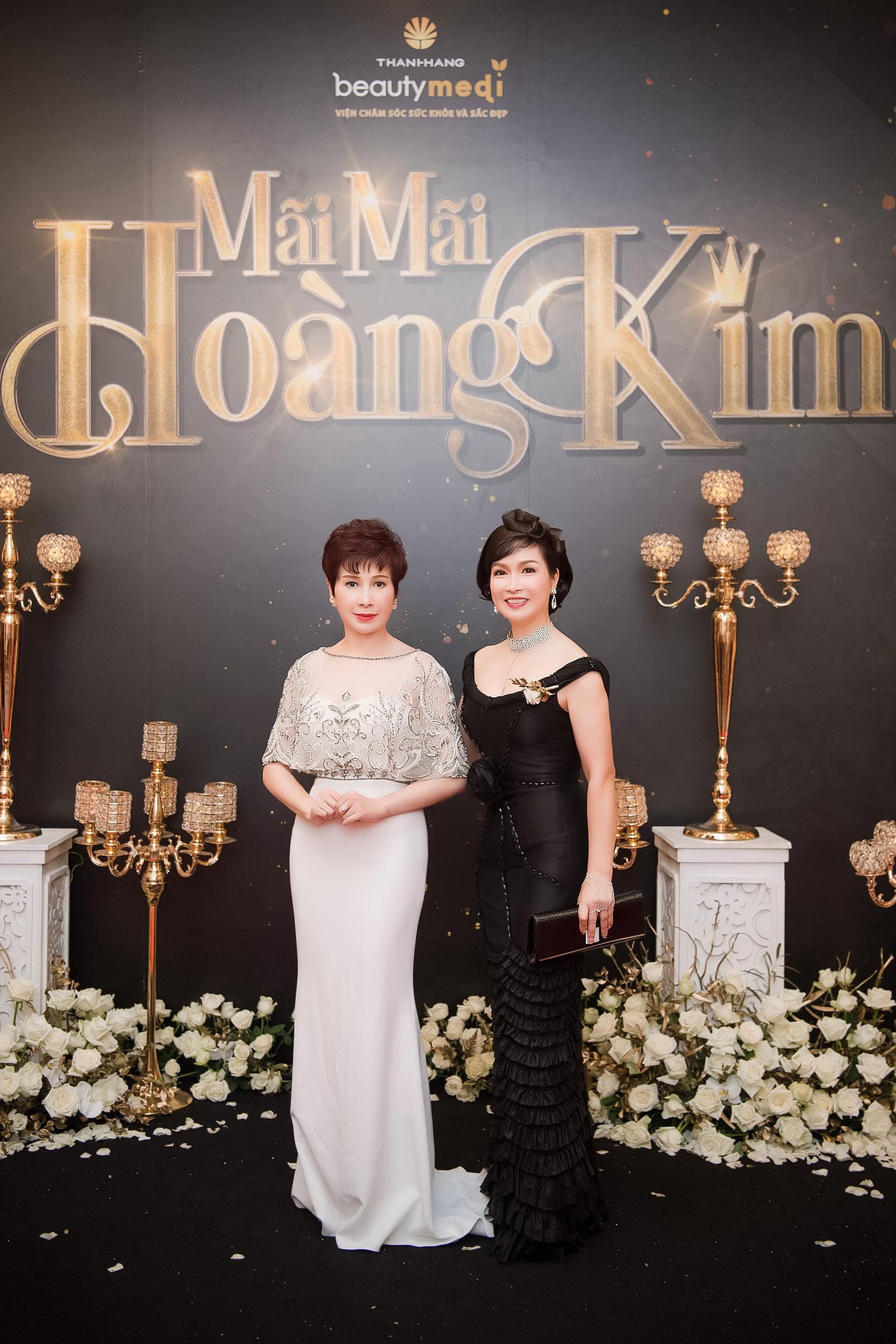 """Ở tuổi 47, ngôi sao phim """"Gia đình là số 1"""" vẫn trẻ trung và nổi bật dự sự kiện tại Việt Nam - Ảnh 8."""