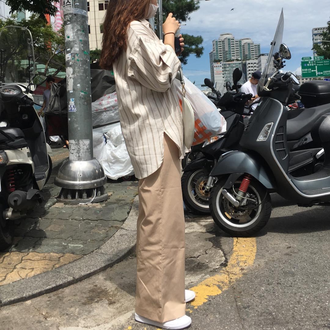 Ngạc nhiên chưa: Quần khaki ống rộng thời của bố mà Sơn Tùng từng mặc đang là hot trend của con gái khắp châu Á - Ảnh 7.