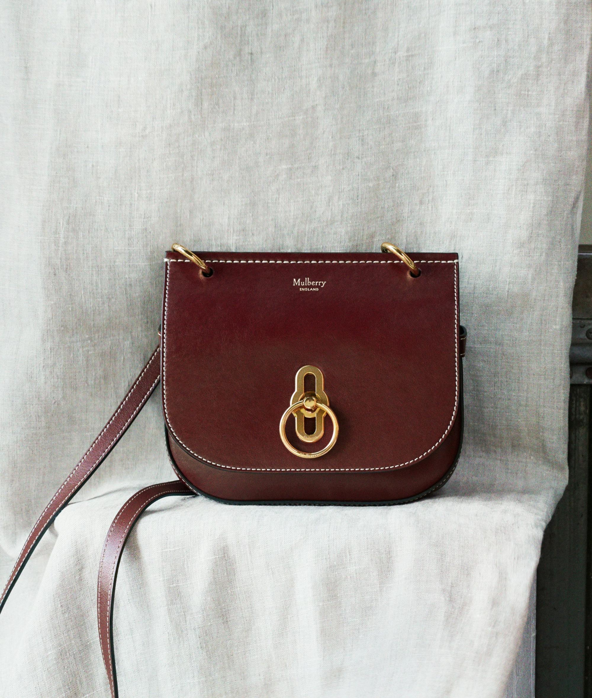 Trông hết sức bình thường nhưng chiếc túi hàng hiệu này lại đang được loạt Hoa ngữ và các fashionista thi nhau diện - Ảnh 6.