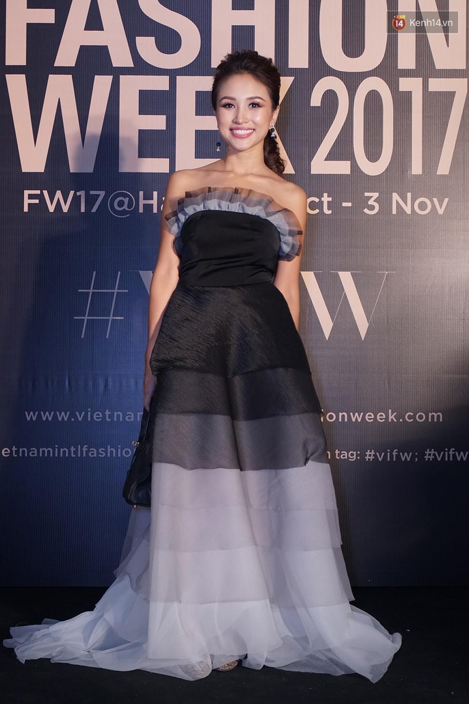 Thảm đỏ VIFW ngày 2: Giữa một dàn hot girl áo dài Quỳnh Anh Shyn, Salim... bỗng xuất hiện Linh Ka mặc váy trắng công chúa - Ảnh 17.