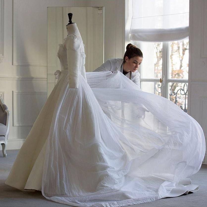 Nhà mốt Dior hé lộ những bức hình hiếm có về quá trình tạo nên chiếc váy cưới độc nhất vô nhị cho Song Hye Kyo - Ảnh 8.