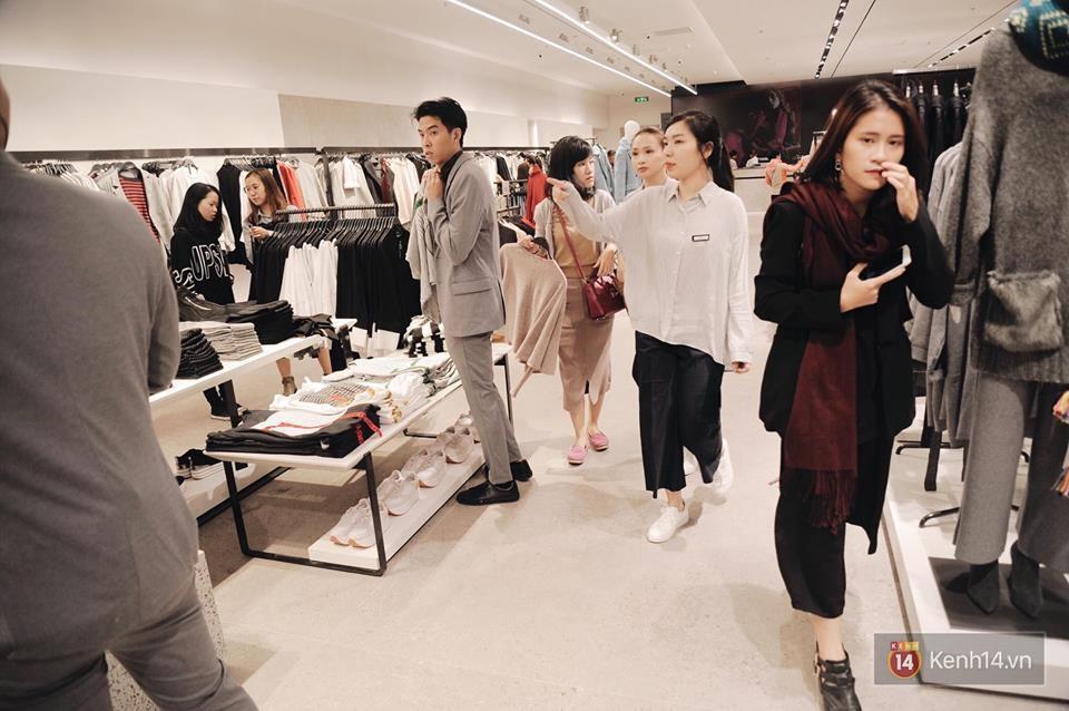 Zara Hà Nội khai trương: Tới trưa khách đông nghịt, ai cũng nô nức mua sắm như đi trẩy hội - Ảnh 16.