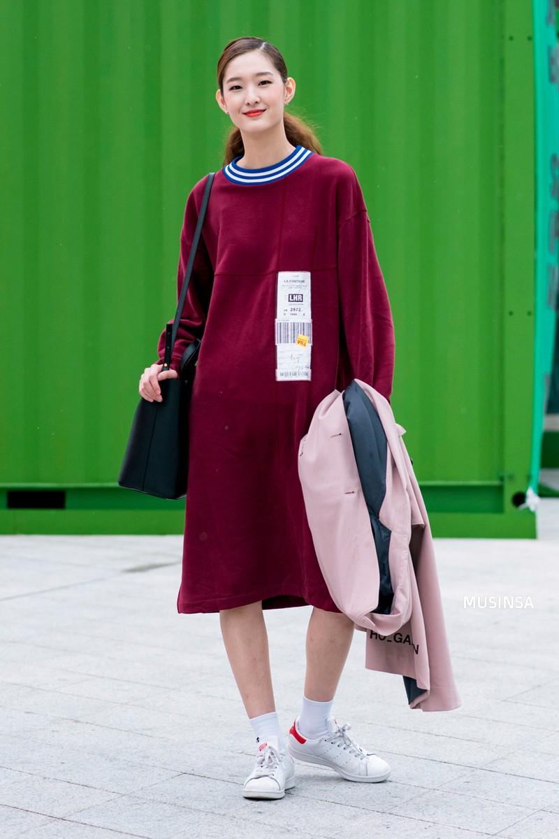 Ngắm street style màu mè nhưng chất lừ của giới trẻ Hàn, bạn sẽ học được chân kinh mặc đơn giản mà vẫn đẹp mê ly - Ảnh 7.