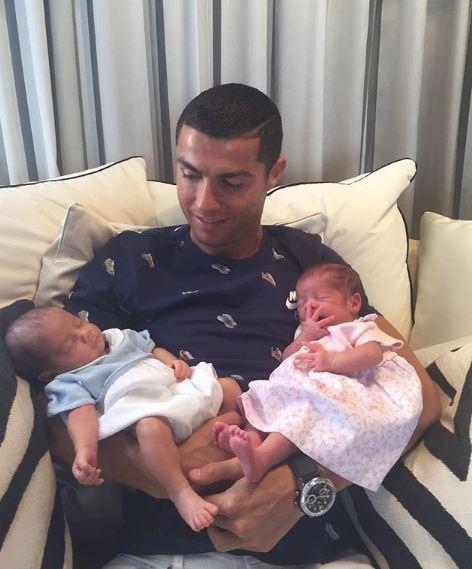 Những khoảnh khắc ngọt ngào của Ronaldo bên các con - Ảnh 9.