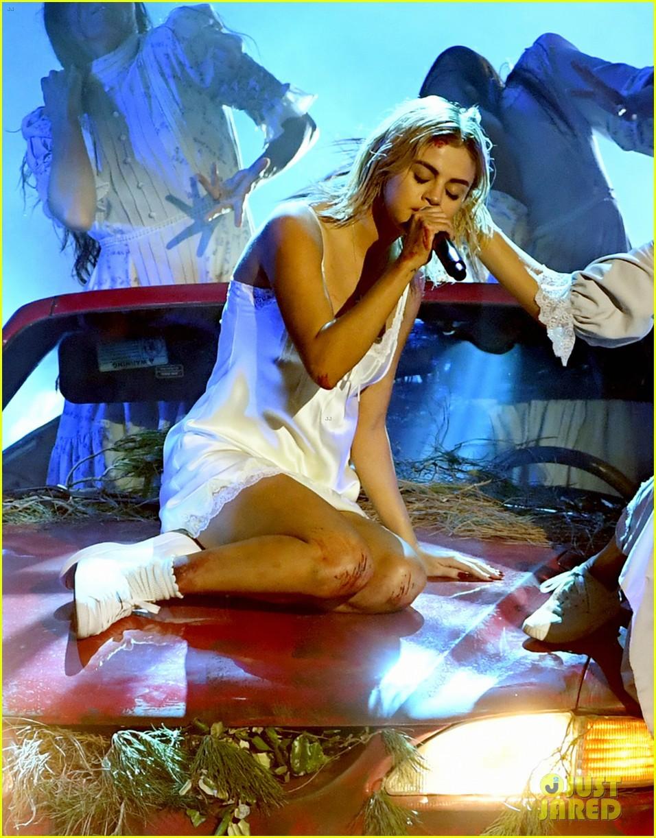 Clip: Lần đầu vàng hoe trên sân khấu nhưng Selena Gomez kém lung linh hẳn vì tóc bết - Ảnh 8.