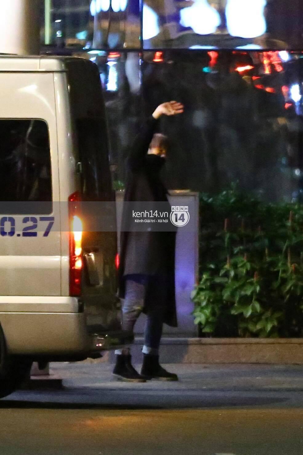 Hình ảnh đối lập: Kết thúc MAMA, Samuel khí thế vẫy tay chào fan Việt, Wanna One ngủ say mặc kệ người hâm mộ - Ảnh 21.