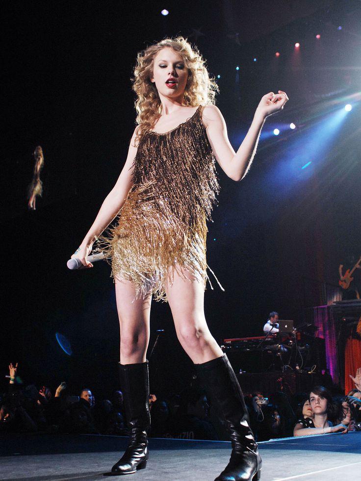 Liên tục lên sân khấu với trang phục vừa lôi thôi vừa dìm dáng, chuyện gì đã xảy ra với Taylor Swift luôn đẹp vậy? - Ảnh 7.