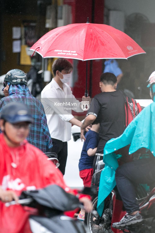 Độc quyền: Im lặng giữa tâm bão scandal, Trương Quỳnh Anh ở nhà chờ Tim đón con trai đi học về - Ảnh 7.