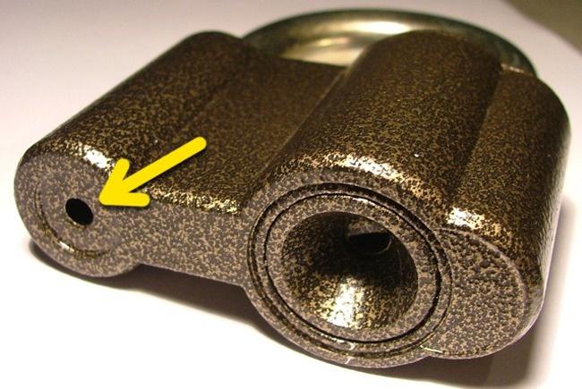 Sự thật: Mỗi ổ khóa đều có một cái lỗ siêu nhỏ. Chúng tồn tại để làm gì? - Ảnh 2.