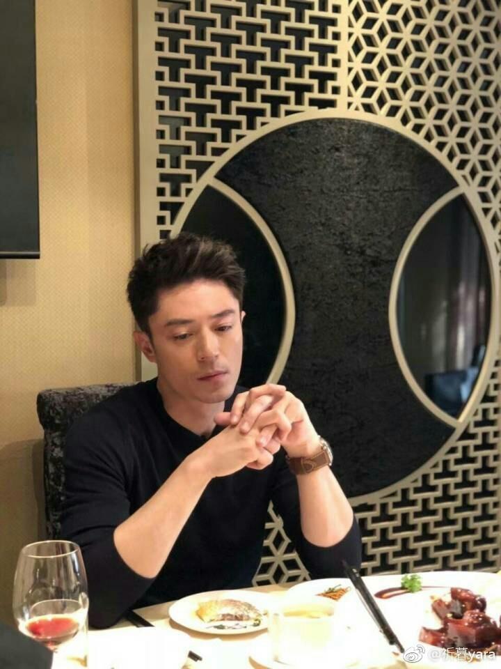Hậu scandal: Hoắc Kiến Hoa lần đầu chia sẻ những khó khăn khi hẹn hò - Lâm Tâm Như mệt mõi xuất hiện một mình tại sân bay