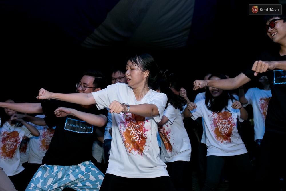 Đêm ra trường ngập tràn ánh nến, thắp vạn điều ước tuổi 18 của học sinh trường chuyên Lê Hồng Phong - Ảnh 16.