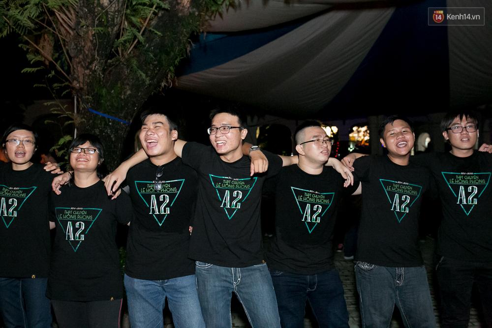 Đêm ra trường ngập tràn ánh nến, thắp vạn điều ước tuổi 18 của học sinh trường chuyên Lê Hồng Phong - Ảnh 13.