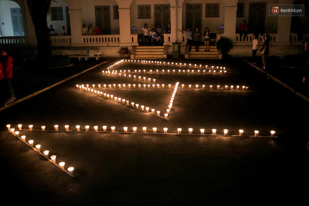 Đêm ra trường ngập tràn ánh nến, thắp vạn điều ước tuổi 18 của học sinh trường chuyên Lê Hồng Phong - Ảnh 8.