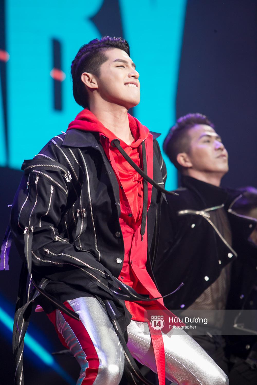 Noo Phước Thịnh khiến khán giả Việt nở mày nở mặt với phần biểu diễn tại Malaysia - Ảnh 4.
