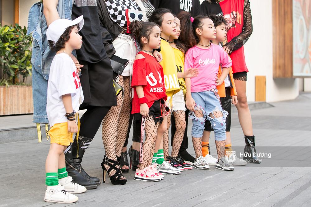 Chỉ trong ngày đầu, VIFW đã gây ấn tượng với sự xuất hiện của Phí Phương Anh, Fung La và loạt street style siêu chất - Ảnh 6.
