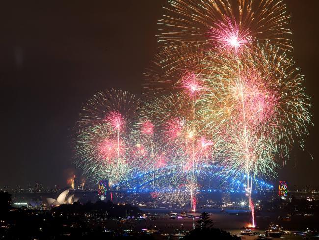 Bầu trời Úc rực rỡ thời khắc Giao thừa: Pháo hoa Cầu vồng ăn mừng nước Úc hợp pháp hôn nhân đồng giới - Ảnh 5.