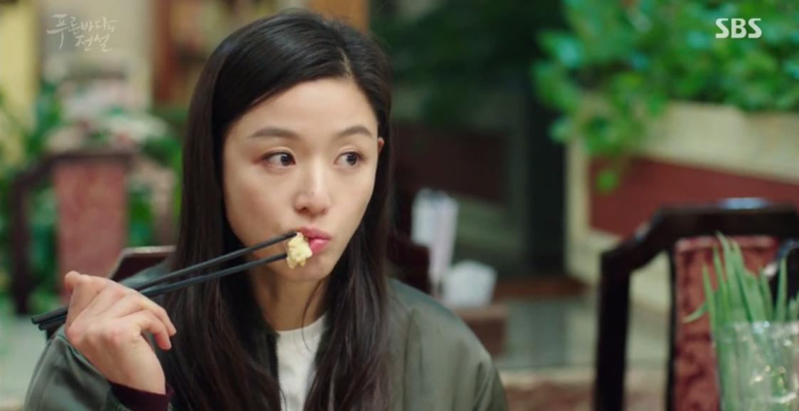 Huyền Thoại Biển Xanh: Gặp anh trai và bạn gái mình ăn mảnh, đố bạn Lee Min Ho nói gì? - Ảnh 4.
