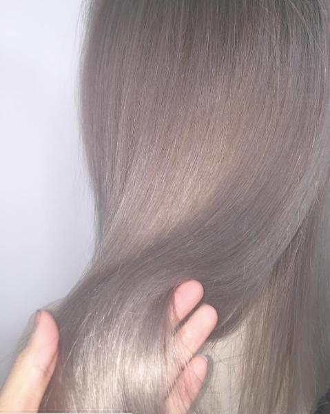 Màu tóc bà ngoại xám bạc xưa rồi, 2017 là phải nhuộm tóc màu nâu sương mù kia! - Ảnh 8.