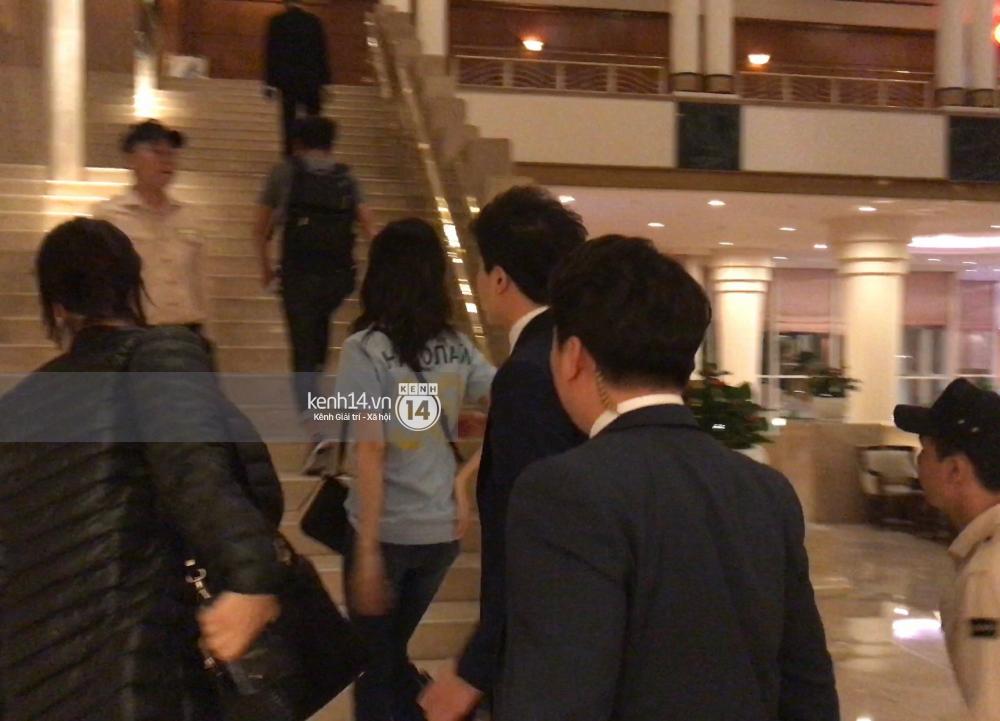 Yoona thay trang phục năng động trở về khách sạn nghỉ ngơi trước khi ra sân bay - Ảnh 7.