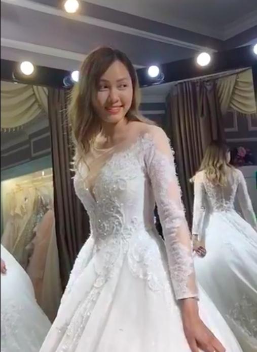 Ra Đà Nẵng thử váy cưới, Huy Nam chiều vợ chẳng kém bạn thân Kelvin Khánh! - Ảnh 3.